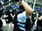 สนามบินฮ่องกงปะทะเดือด! หลังเที่ยวบินเข้า-ออกได้รับผลกระทบหนัก