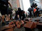 ม็อบฮ่องกงเริ่มเดือดอีกรอบ ผู้ชุมนุมปาระเบิดขวด ขณะที่ตำรวจเริ่มใช้น้ำฉีดสลายการชุมนุม